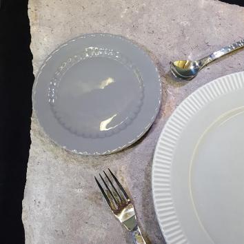 Location assiette baroque gris foncé ø17